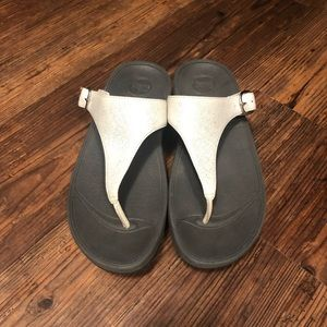 Whitish Silver Skinny Thong Toe Sandals